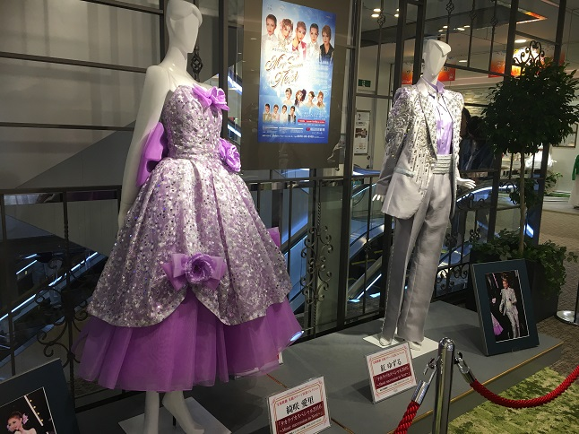 日比谷シャンテ展示の宝塚歌劇衣装を見ると「細い」と驚愕します